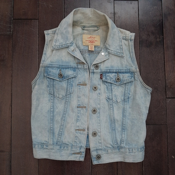Levi's Jackets & Blazers - Levi's Light Wash Denim Vest Size XS